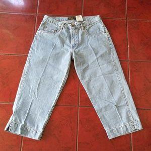 Eddie Bauer light wash Capri jeans
